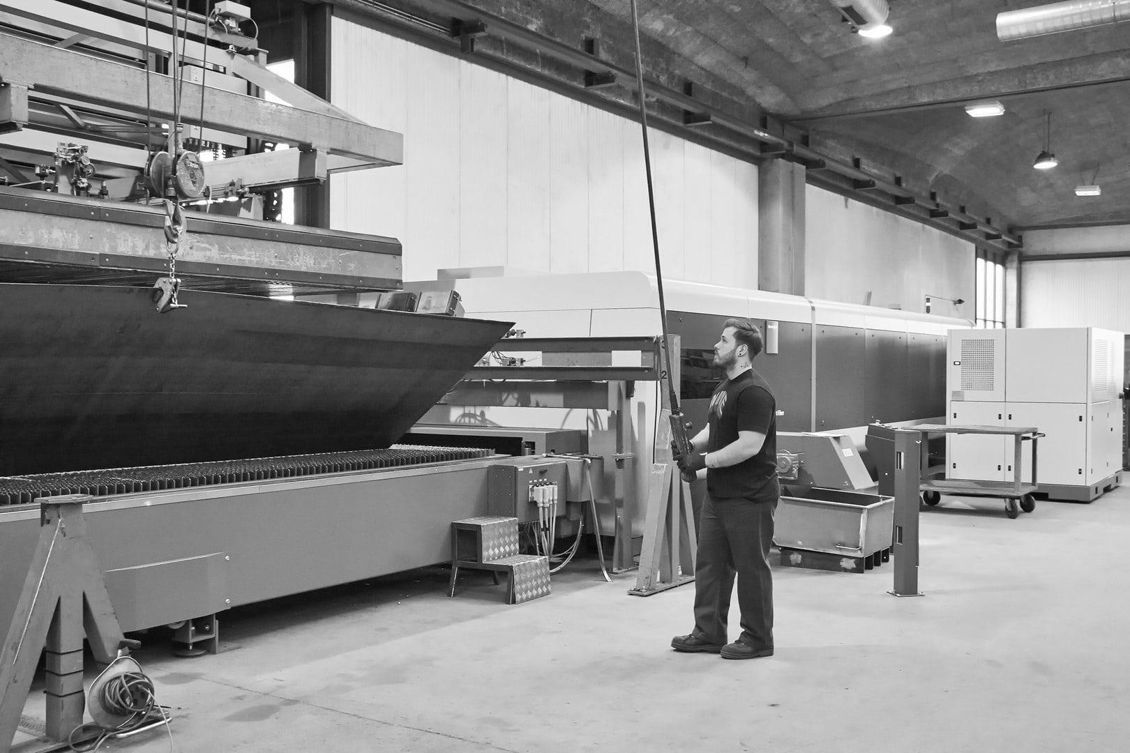 Stahlbleche präzise Laserschneiden | aml AG